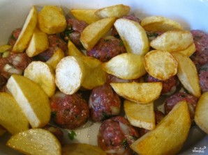 Тушеная картошка с тефтелями - фото шаг 2