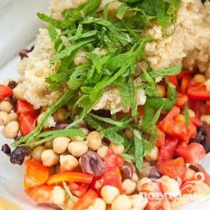 Салат с квиноа, бараньим горохом и помидорами - фото шаг 3