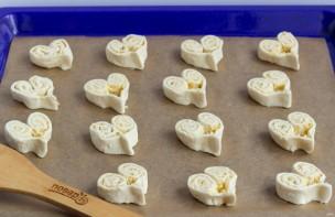 Слойки с сыром на 14 февраля - фото шаг 5