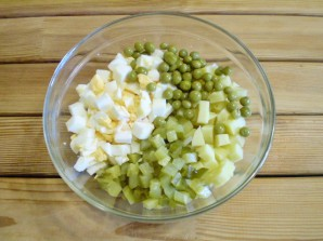 Салат с грибами и огурцами - фото шаг 6