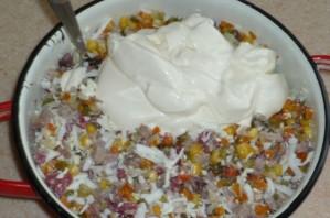 Салат Оливье с копченой колбасой - фото шаг 2