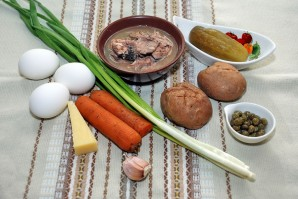 Простой рыбный салат из сардины - фото шаг 1