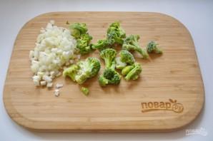 Киш с брокколи из слоеного теста - фото шаг 2