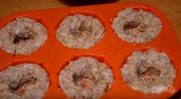 Мясные кексы с начинкой - фото шаг 5