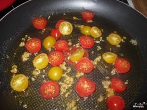 Спагетти со шпинатом и помидорами - фото шаг 1