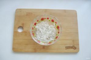 Мясной салат с маринованным луком - фото шаг 4