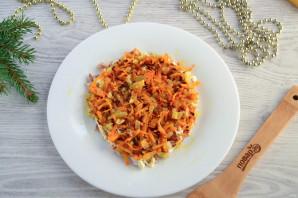 Слоеный салат «Мышка» с грибами и сыром - фото шаг 7