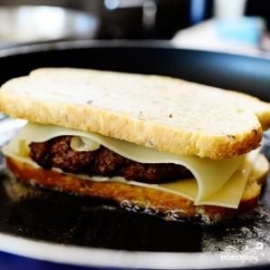 Горячий бутерброд с фаршем - фото шаг 10