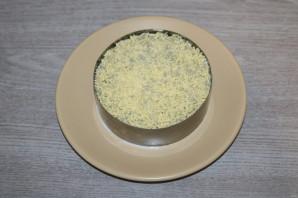 Слоёный салат с жаренными шампиньонами - фото шаг 9
