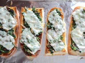 Бутерброды в духовке с грибами и шпинатом - фото шаг 5