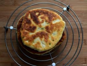 Очень простые сырные лепешки - фото шаг 10