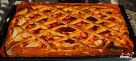 Дрожжевой пирог с яблоками и брусникой - фото шаг 11