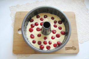 Кекс на кефире с вишней - фото шаг 10
