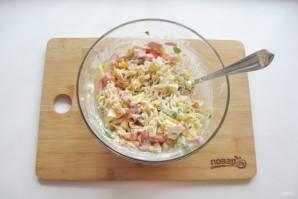 Салат с лапшой и колбасой - фото шаг 9