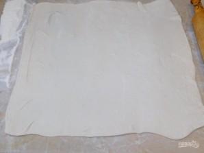 Рулет из слоеного теста с сыром - фото шаг 1