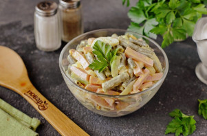 Салат из стручковой фасоли с колбасой - фото шаг 9