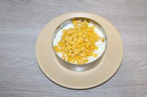 Слоёный салат с жаренными шампиньонами - фото шаг 7