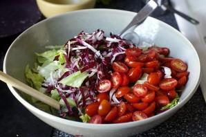 Салат с нутом и колбасой - фото шаг 8