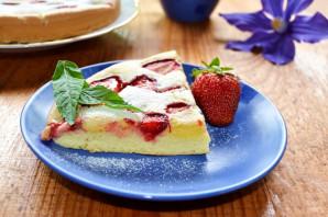 Бисквитный пирог с клубникой - фото шаг 8