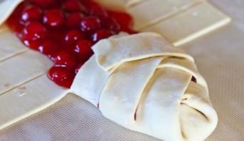 Пирог с вишней из слоеного бездрожжевого теста - фото шаг 2