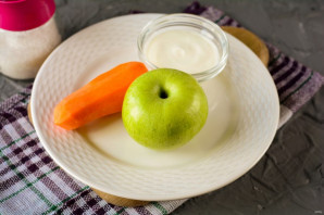 Салат из моркови и яблока со сметаной - фото шаг 1