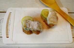 Бутерброды с треской и огурцами - фото шаг 4