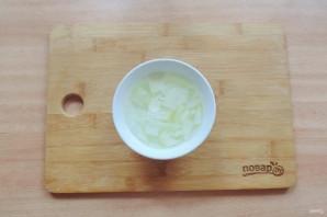 Салат с куриной печенью и маринованными огурцами - фото шаг 2