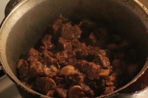 Тушеная говядина в сметанном соусе - фото шаг 3