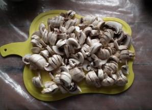 Курица с баклажанами и грибами - фото шаг 1