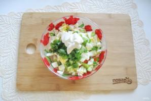 Салат с горошком, яйцами и колбасой - фото шаг 8