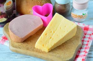 Бутерброды в виде сердца - фото шаг 1
