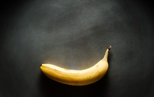 Жареные бананы в карамели - фото шаг 1