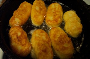 Пирожки с сосиской - фото шаг 9