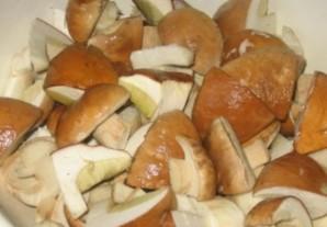 Гуляш из белых грибов - фото шаг 1