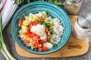 Салат с рисом и красной рыбой - фото шаг 5