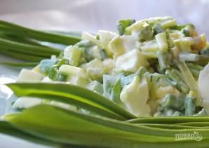 Салат с черемшой и яйцом - фото шаг 5