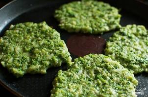 Оладьи из брокколи в духовке - фото шаг 4