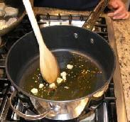 Спагетти с оливками и помидорами - фото шаг 1