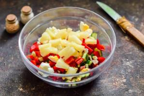 Салат с ананасами и колбасой - фото шаг 6
