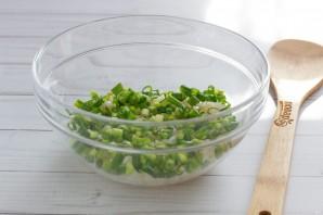 Слоеный салат с печенью трески - фото шаг 3