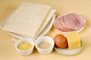 Круассаны с ветчиной и сыром - фото шаг 1