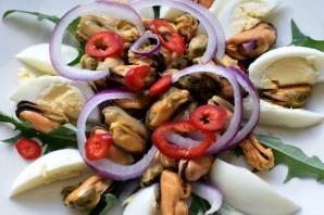 Салат с мидиями и пикантной заправкой - фото шаг 4