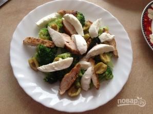 Салат с курицей, брокколи и моцареллой - фото шаг 8