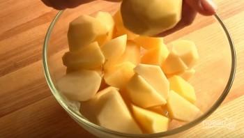 Картофель с курицей в рукаве в духовке - фото шаг 1