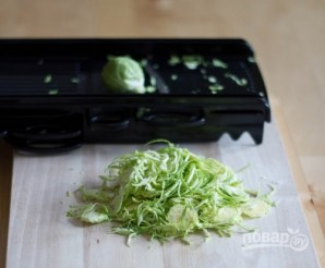 Салат с яблоками и брюссельской капустой - фото шаг 2