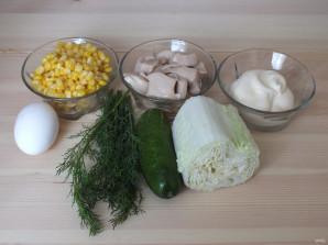 Простой салат из консервированных кальмаров - фото шаг 1