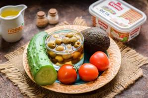Салат с авокадо и оливками - фото шаг 1