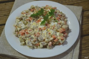 Салат из огурцов с морковкой - фото шаг 5