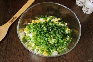 Салат из рыбных консервов с огурцом - фото шаг 5
