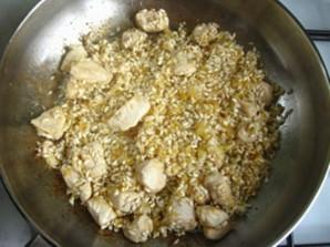 Ризотто с курицей и грибами   - фото шаг 6